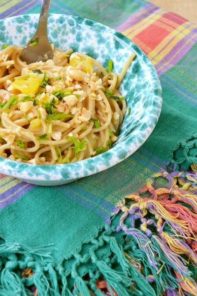 spaghetti integrali con patate, brodo, zafferano e nocciole