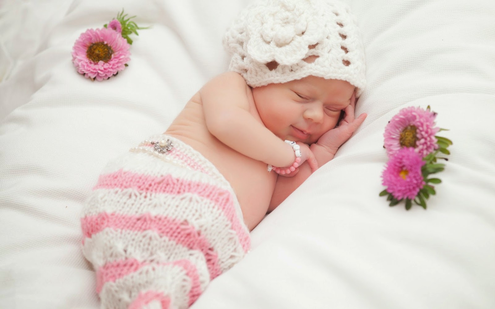 Cute baby sleeping images HD photos wallpapers Pictures