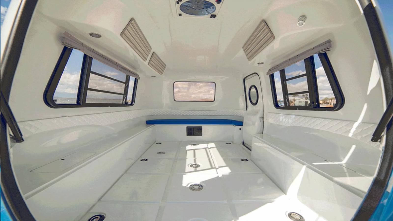 compacto y su estilo clasico por fuera y muy moderno en el interior