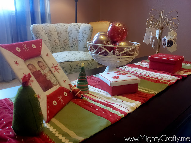 Christmas Decor - www.MightyCrafty.me