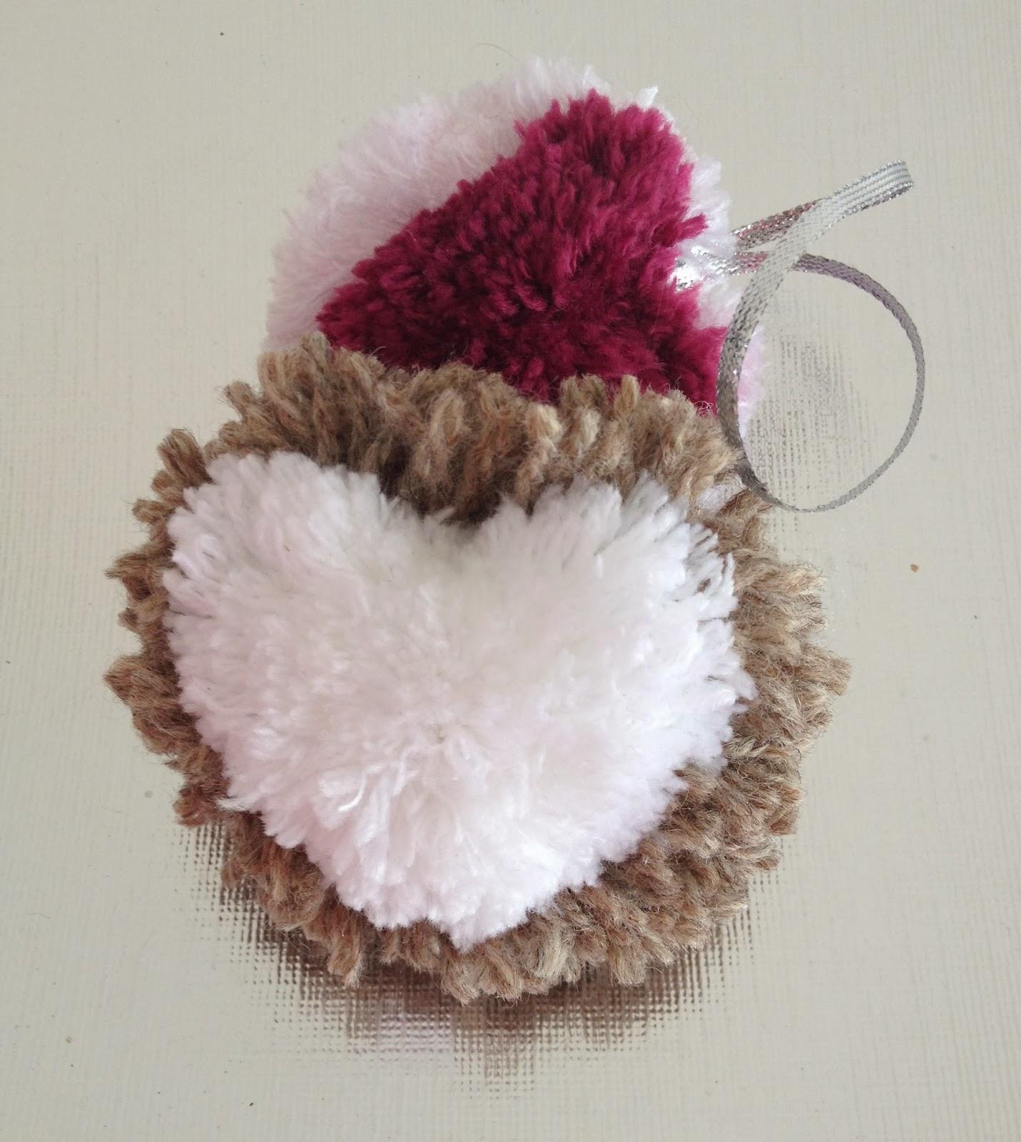 ideashot c mo hacer pompones en forma de coraz n con lana