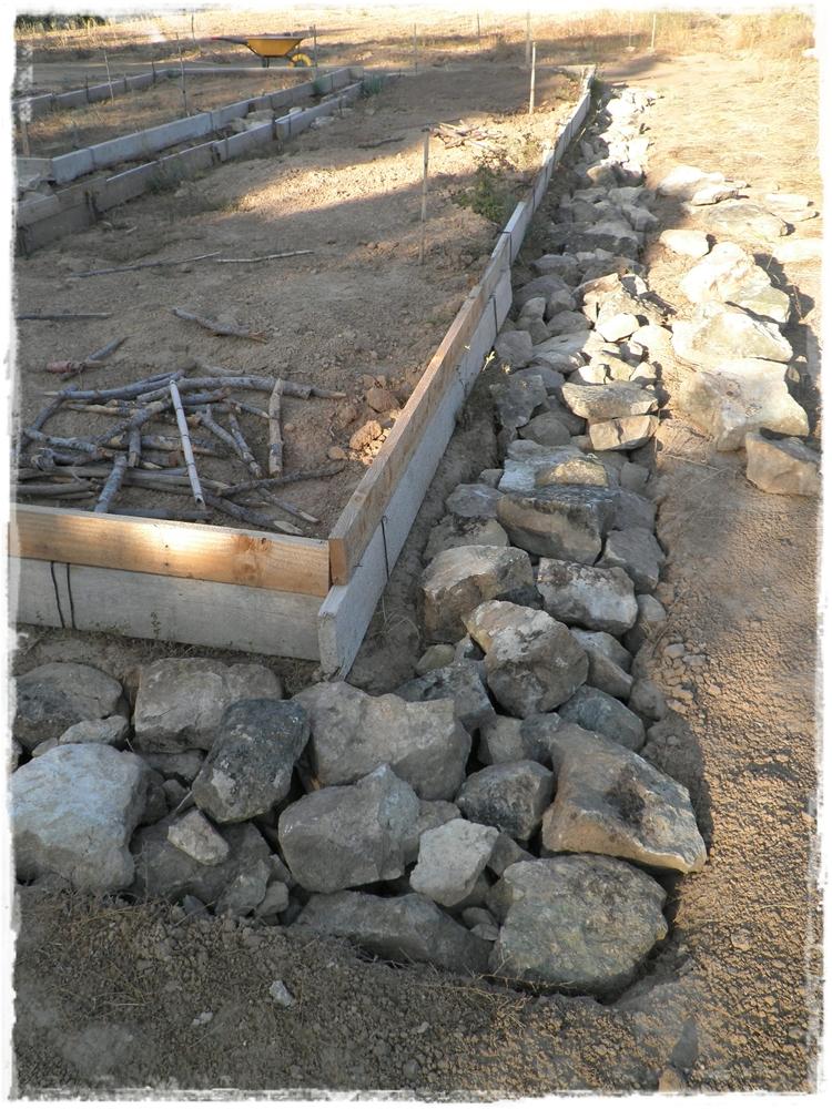 Paja y barro cimientos terminados for Como hacer color piedra