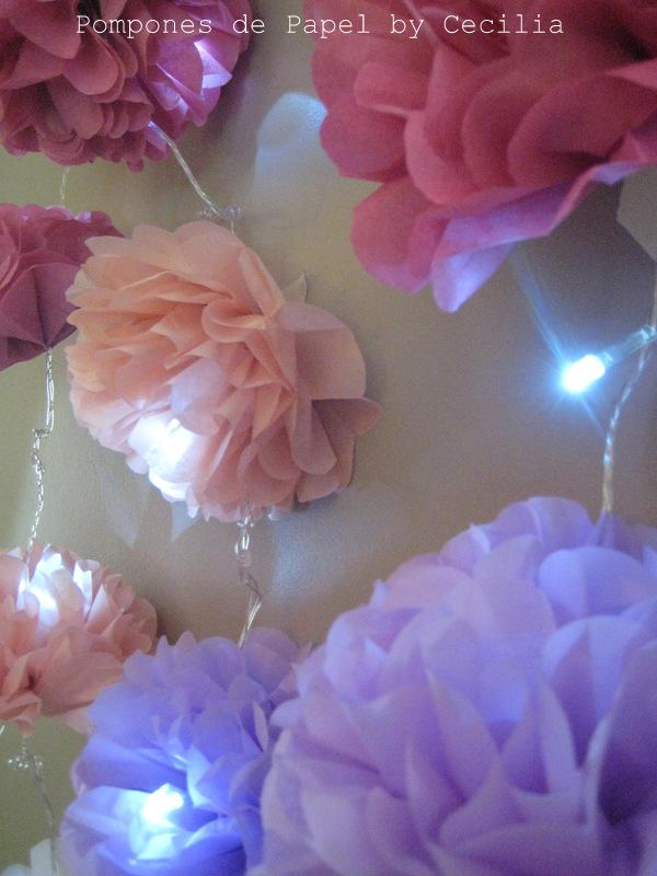 Pompones de papel guirnalda de luces con flores - Guirnaldas de luces ...