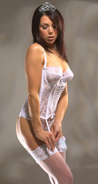 White Bra,Bra Pics,Bra Photos,Lingerie Photos,Lingerie Pics,White Lingerie
