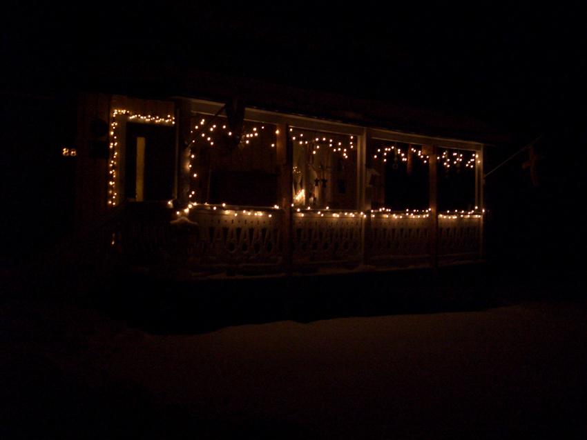 Philip en Yvonne in Lapland: De verlichting hangt weer aan de veranda