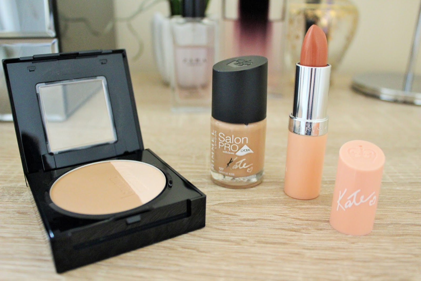 Maybelline Master Sculpt, Rimmel Kate Nude Lipstick in 43, Rimmel Kate Nude Nails in 127 Gentle Kiss