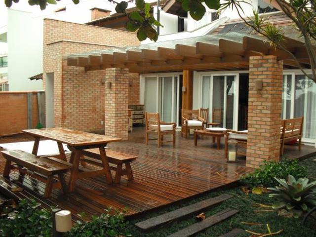 aplicacao deck jardim:ai o que vocêsacham? Pergolado ou telhas de vidros ?