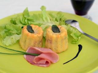 Cannelés au fromage frais, bacon et fines herbes