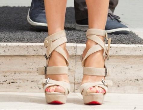 How Should Women Wear Nude Shoes 2020 - FashionMakesTrends.com