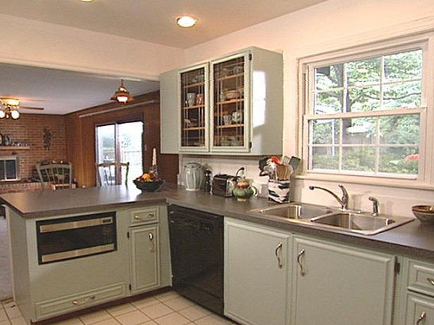 Kitchen trends painting old kitchen cabinets for Kitchen outlays
