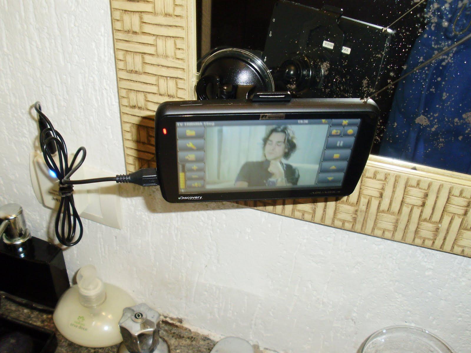 poder ver TV no banheiro Aposentei a leitura nessas horas rsr #273B5C 1600 1200