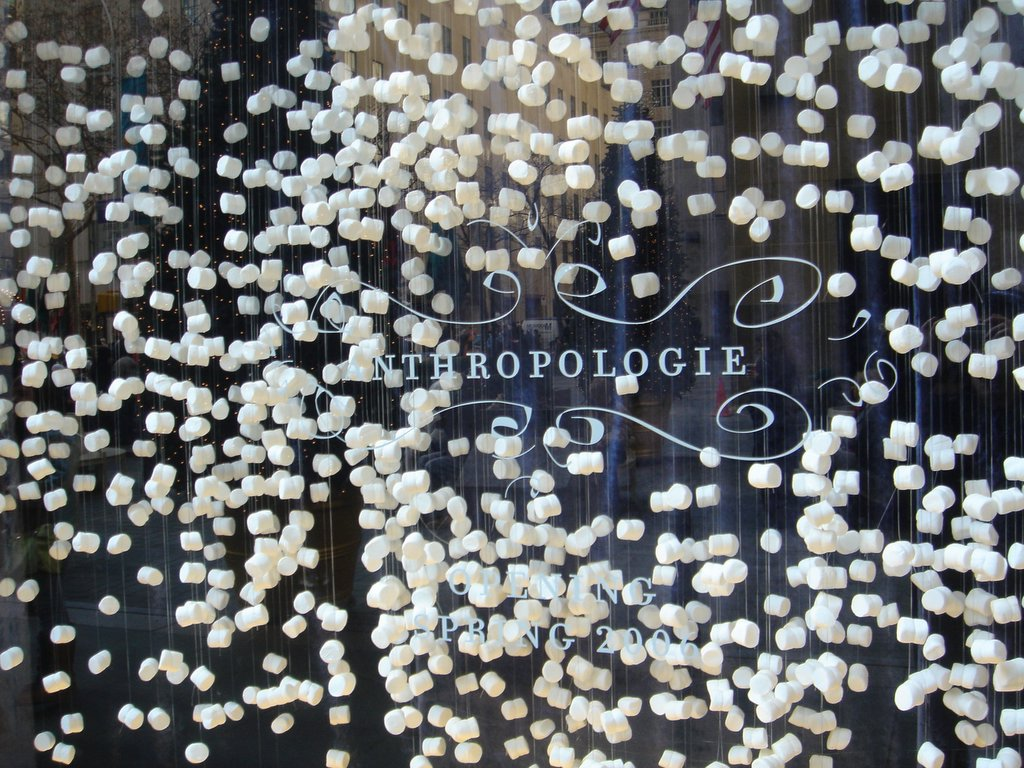 Lepetitrobert anthropologie rhymes with creativity for Anthropologie store decoration ideas