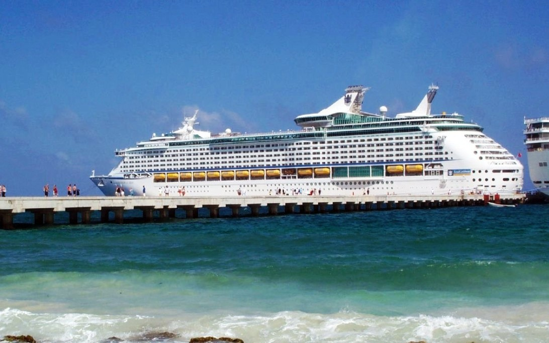 MS Explorer of the Seas (Foto 3). MARITIME LINE