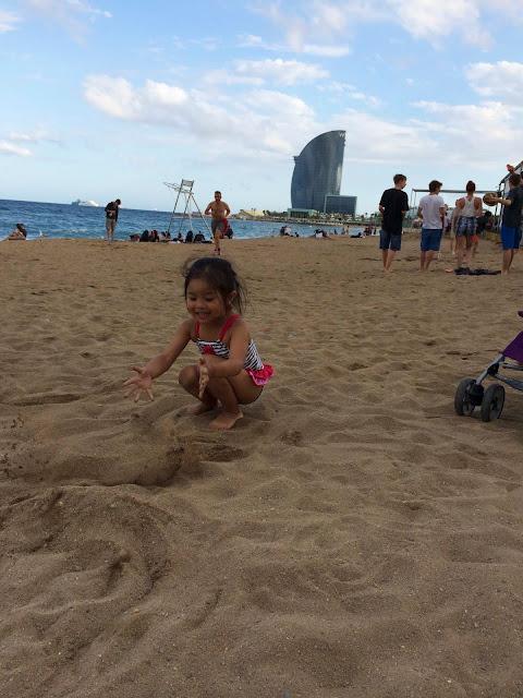Beach Life | La Barceloneta | Barcelona | Chichi Mary Blog