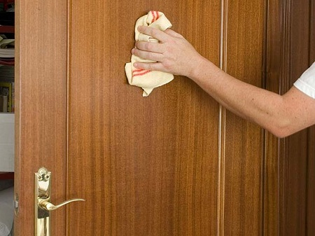 Como lacar una puerta bricolaje - Como barnizar una puerta de madera ...