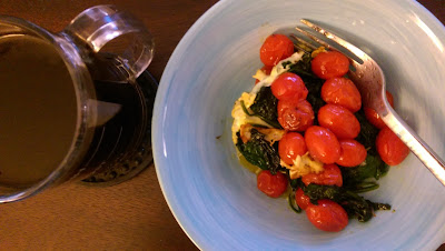 spinach cherry tomatoes and egg healthy breakfast