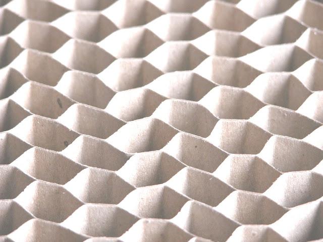 Amedeo liberatoscioli il design del riciclo for Specchio ikea nido d ape