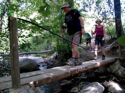 Passera sobre la riera de Riells a l'inici del Camí de les Cascades