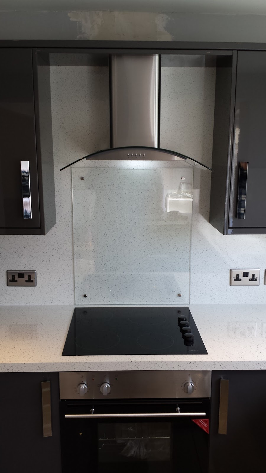 Elm Kitchens And Joinery Howdens Kitchen In Dark Grey Gloss With A - Dark grey gloss kitchen