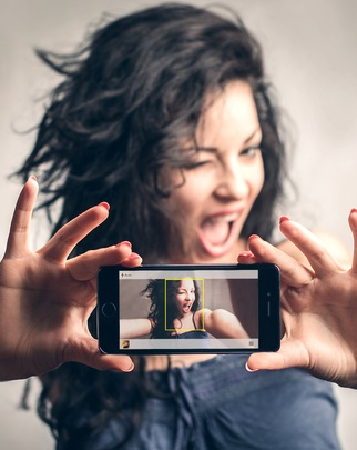 تحميل تطبيق SelfieX للتصوير السيلفي عبر الكاميرا الخلفيّة للايفون