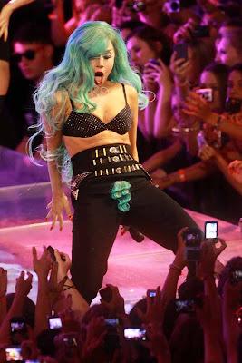 kim kardashian bikini wax go gaga over lady s lady bits