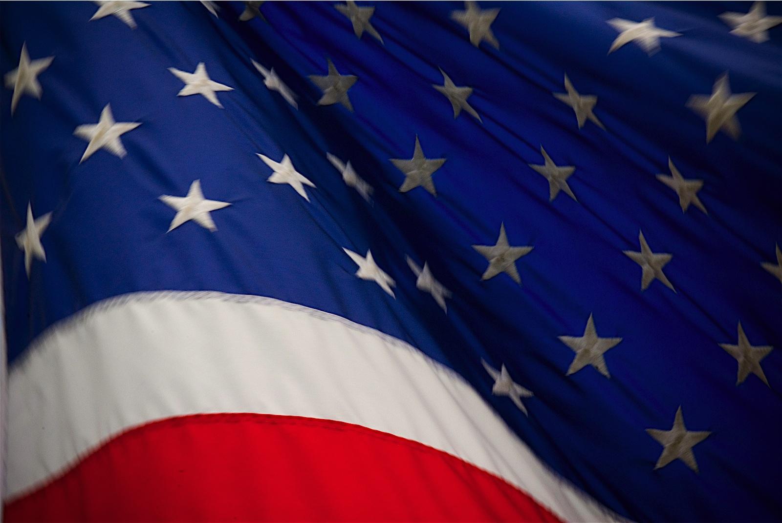 http://3.bp.blogspot.com/-rdfB6ybGhM4/UKnJFzrAobI/AAAAAAAABug/YFzSv7AWzrs/s1600/USA%2BFlag%2Bthe%2Bbest%2Bquality%2Bwallpaper.jpg