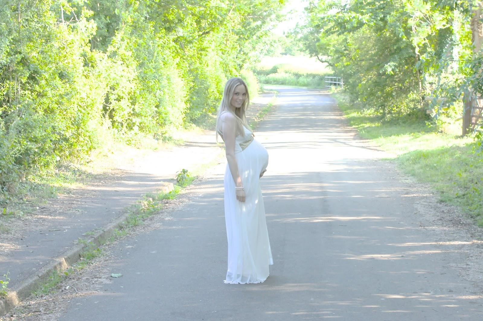 DIY Maternity Photographs, Maternity photos, Maternity photoshoot, 38 week bump, Maternity photos at 38 weeks