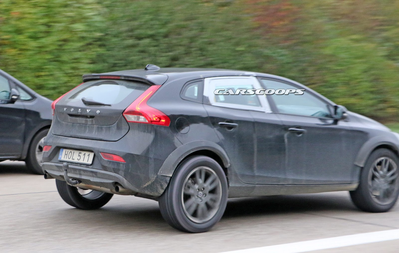 Mule Shows That Volvo S New Xc40 Compact Suv Is On Its Way