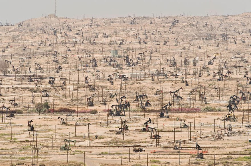 #16 Ken River Oil Field, California (USA) – Exploited Since 1899 - 22 Heartbreaking Photos Of Pollution That Will Inspire You To Recycle