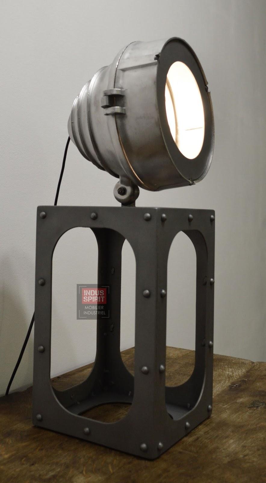 Lampe design industriel poser for Lampe a poser industrielle