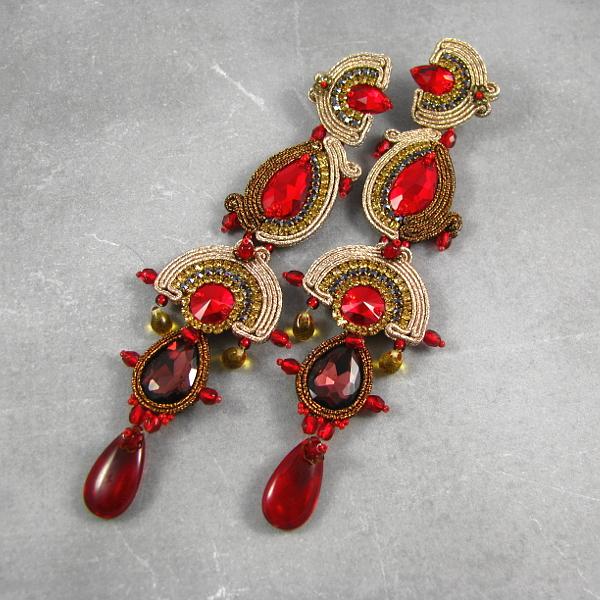Luskusowe kolczyki na bal karnawałowy - złoto i czerwień.