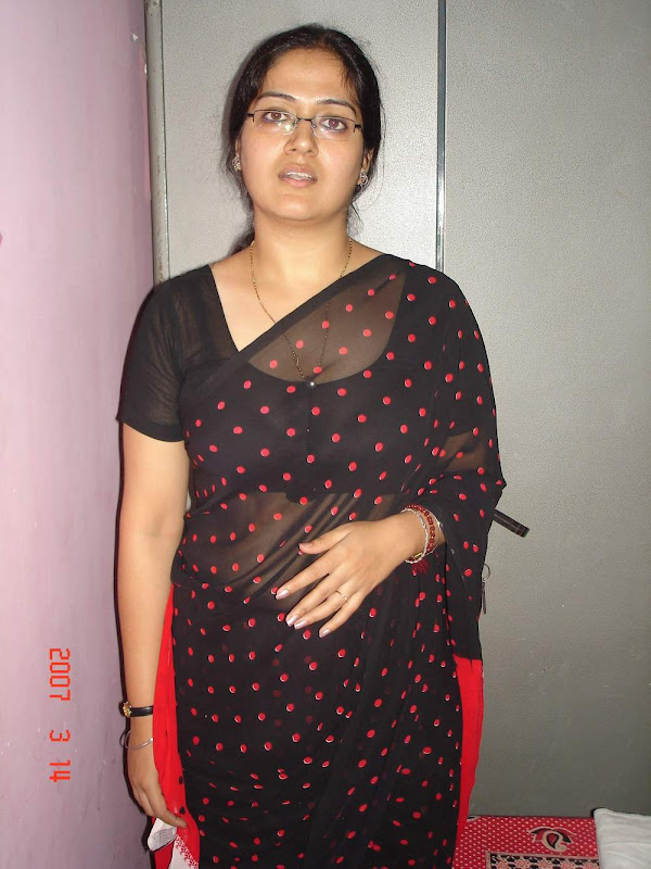 Indian Hot Aunties In Sarees Stills