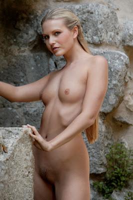 голая принцесса в замке фото
