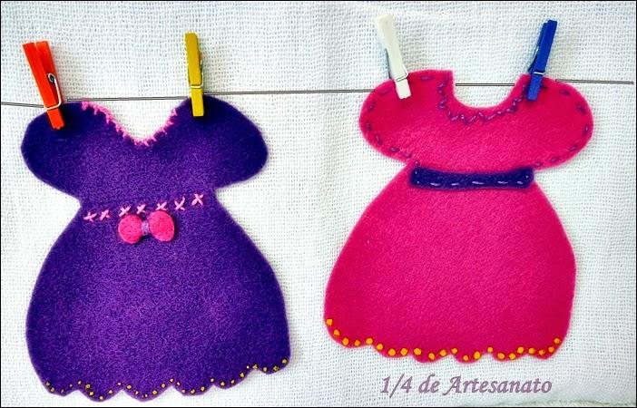 varal feito com vestidos em feltro