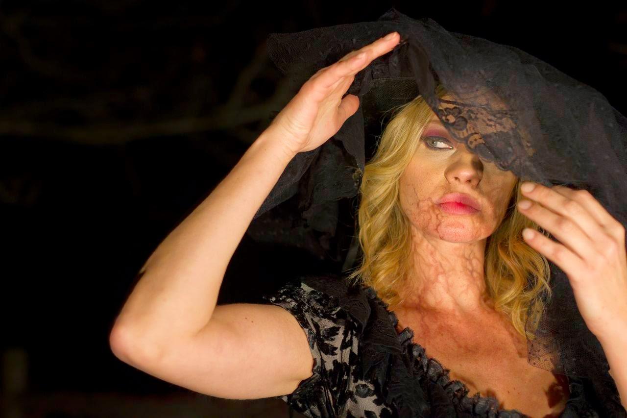 "La splendida Anna Falchi dal videoclip ""Dylan Dog"" degli Stil Novo"