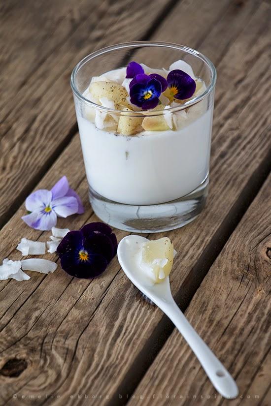 healthy snack, mellamål, nyttigt mellanmål, pear coconut, päron kokos, yogurt pear coconut, yoghurt päron kokos, mellanmål yoghurt, mellanmål filmjölk, snack yogurt