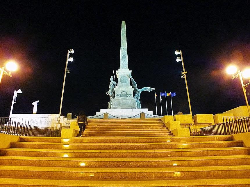 panorama monumentul independentei tulcea noaptea