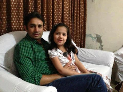 Saeed Ajmal with his daughter. Masha Allah - Pakistan Celebrities