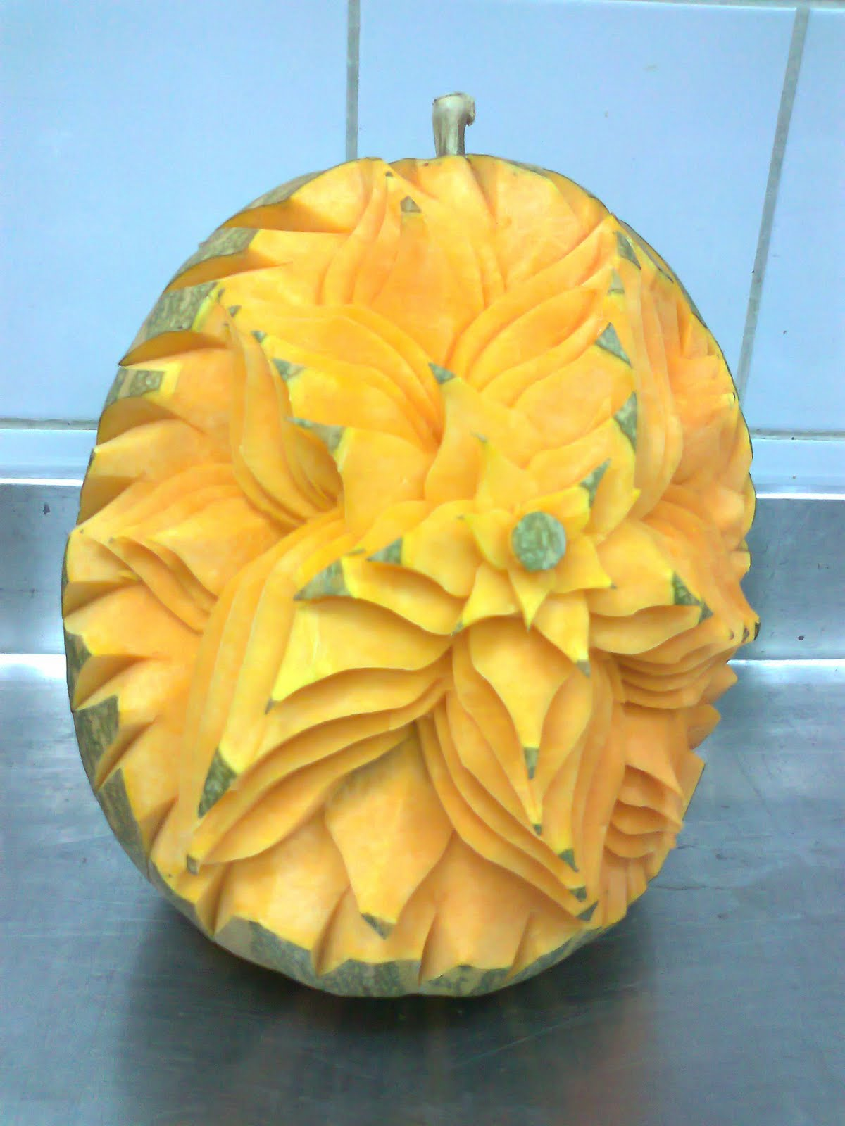 Vegetable and fruit carving flowers