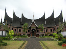 RUMAH ADAT MINANGKABAU