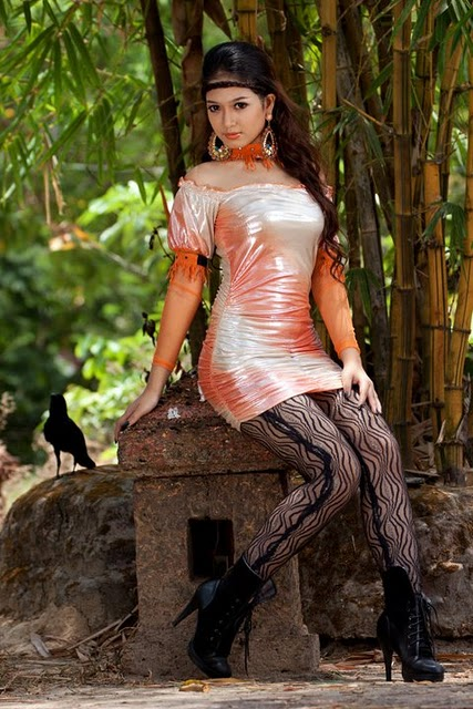 San Yati Moe Myint,burma models
