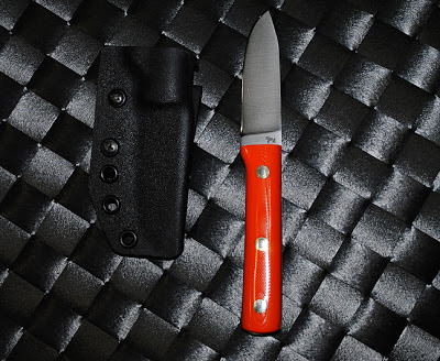 shows blind horse knife with the kydex sheath
