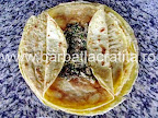 Clatite brasovene cu ciuperci si carne asamblare reteta - pliem marginile clatitei