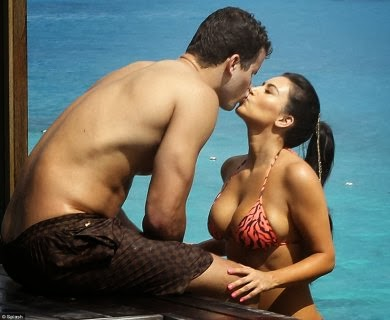 Kim-Kardashian-Kris-Humphries-Kissing