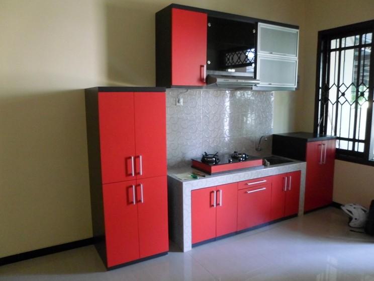 Kitchen set lurus warna merah pintu hidrolis alumunium for Pintu kitchen set