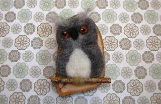 owl - brooch - needle felted