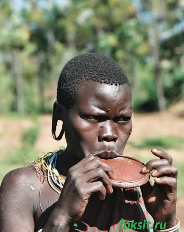 девушка из племён африки