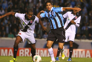 Vasco precisa ganhar jogo deste sábado contra o Grêmio para poder afastar o