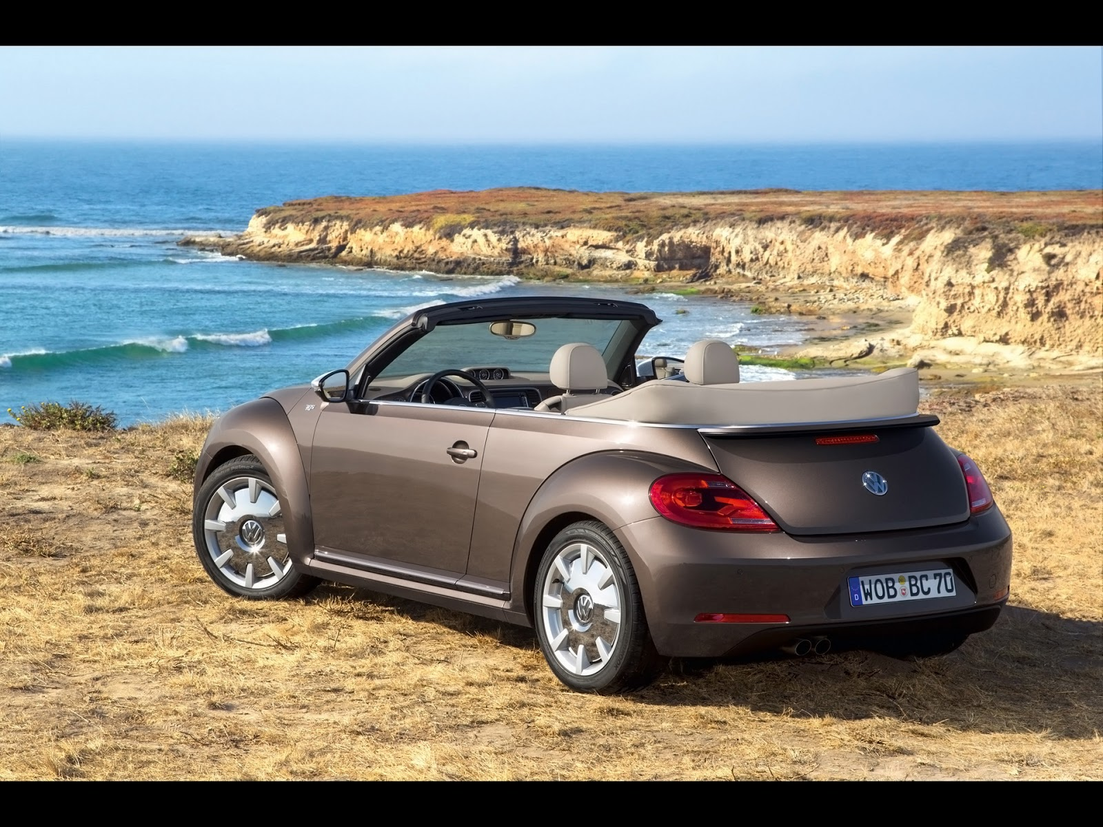 new car review 2013 volkswagen beetle convertible 70s edition. Black Bedroom Furniture Sets. Home Design Ideas