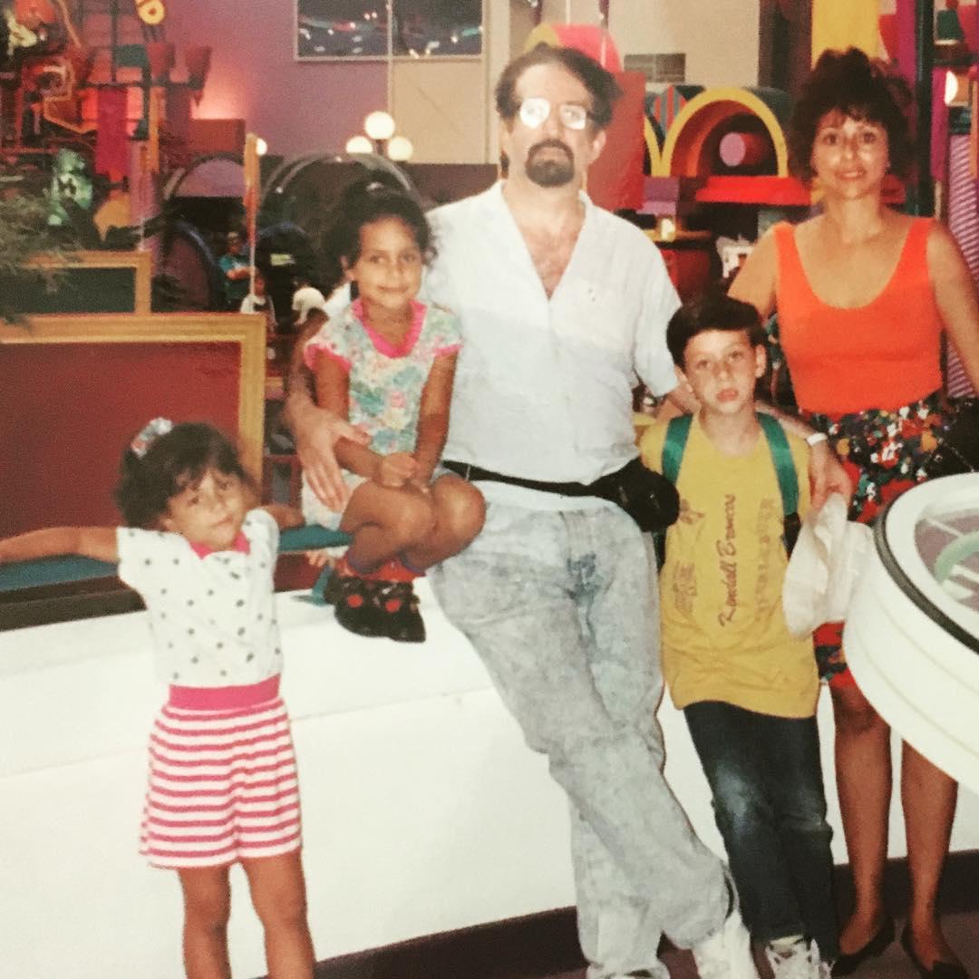 LES PRESENTO A MI FAMILIA. Con mi señora y nuestros hijos: Vanesa, Clara Natali, Raul